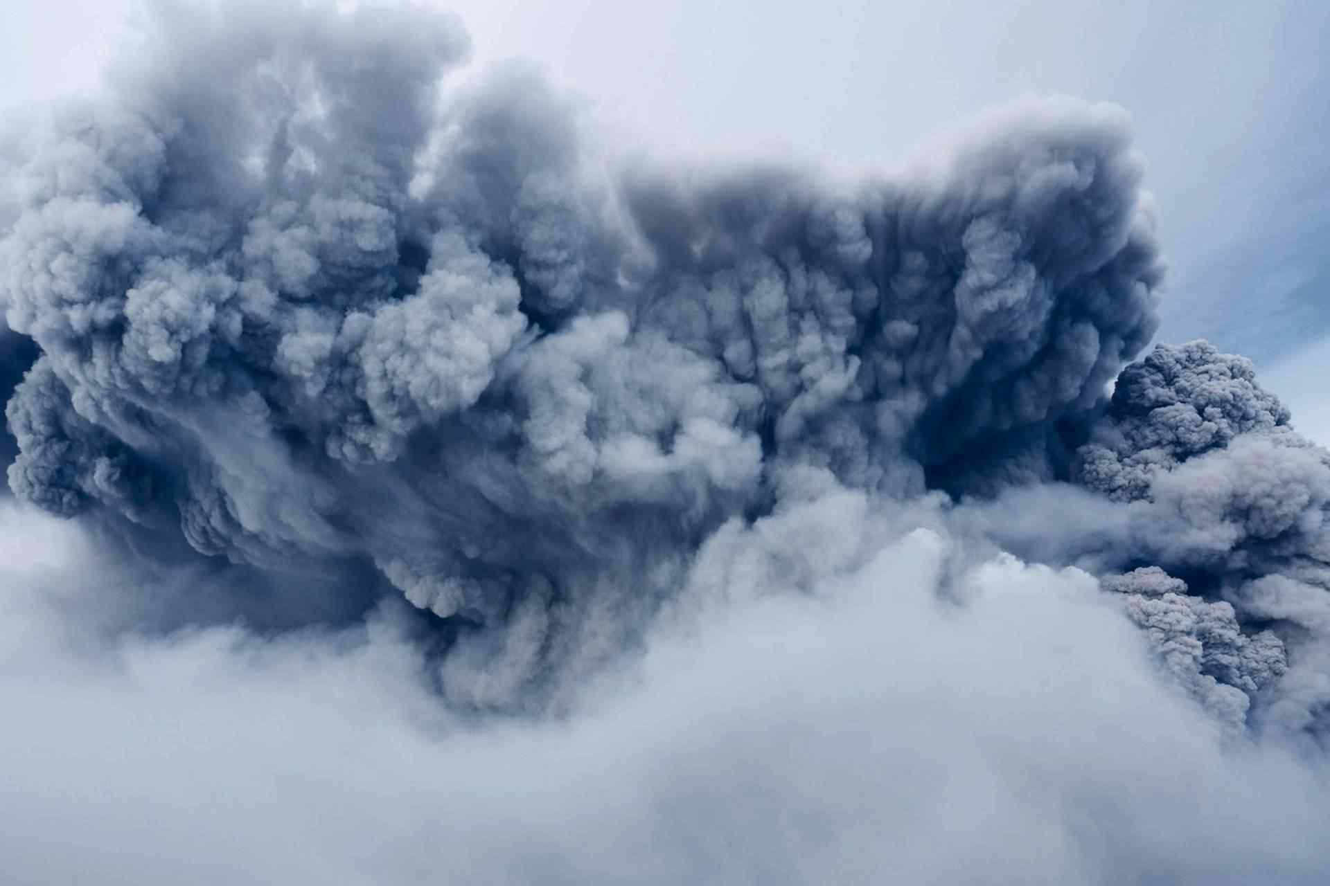 l_2-hurricane_hit_volcano
