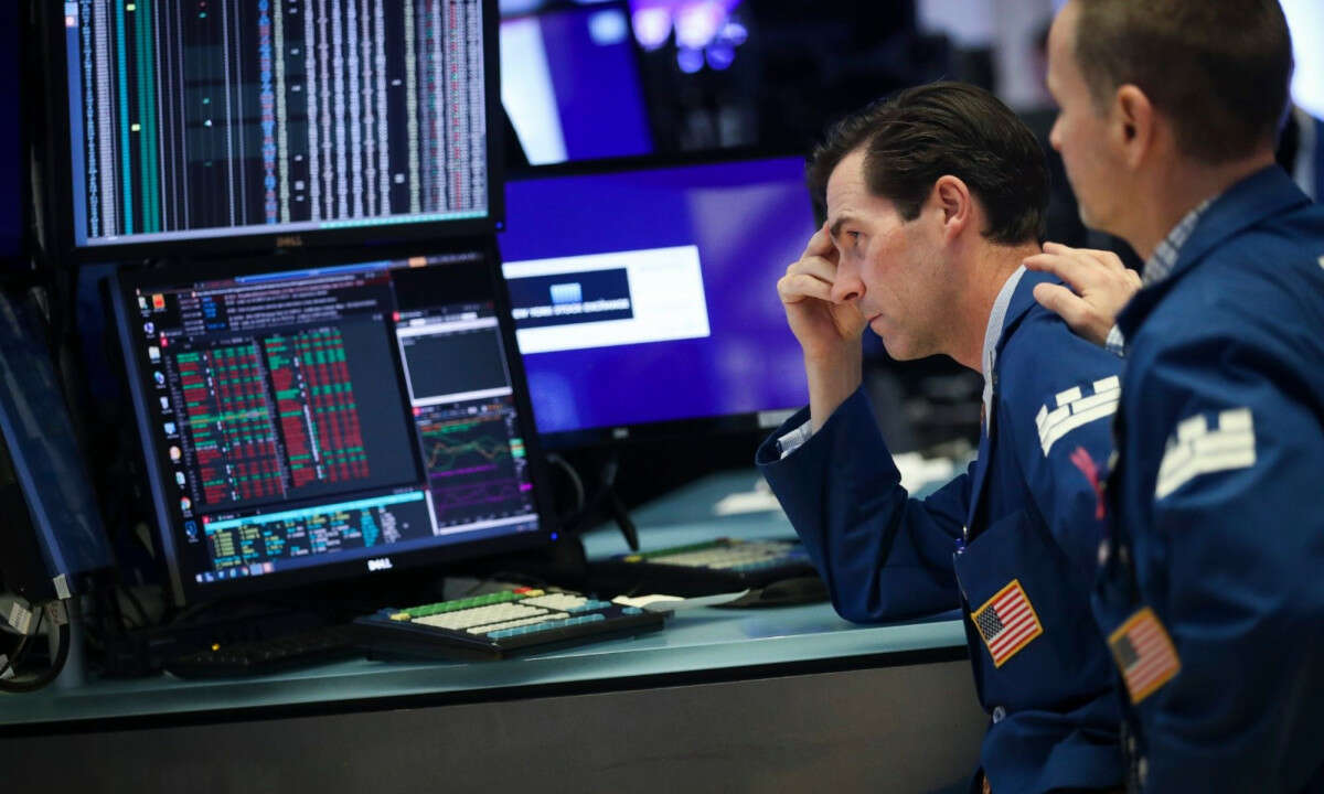 Wallstreet Ends Lower on Stimulus Package Sentiments