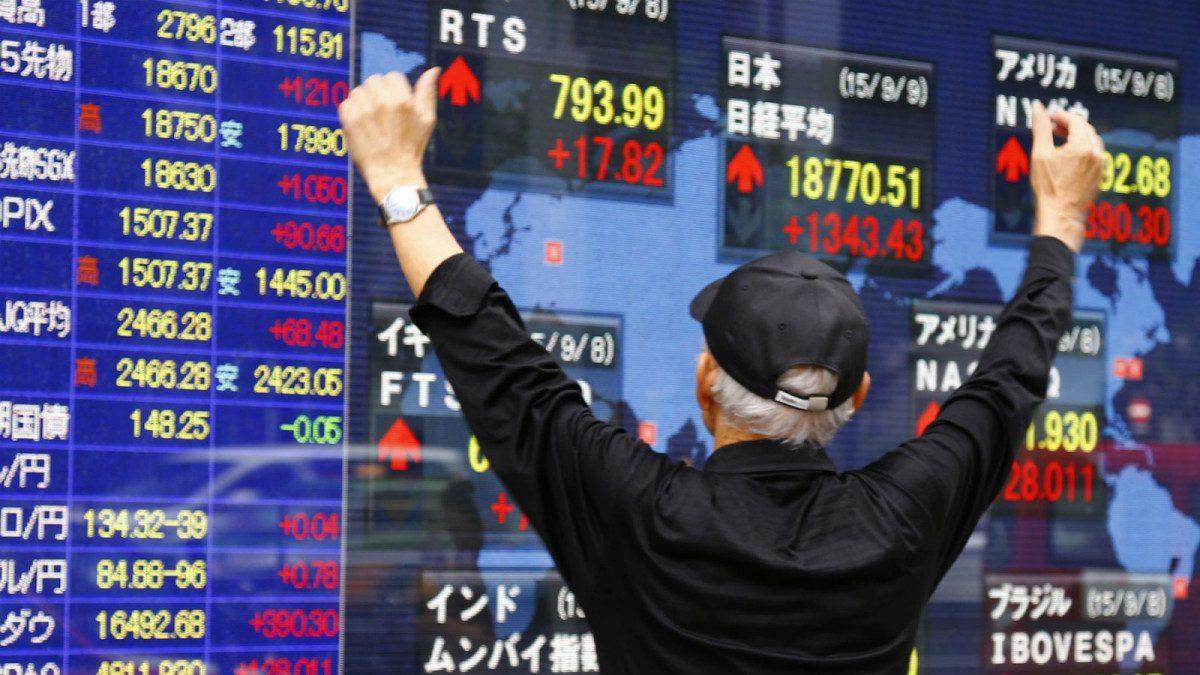 Asian Markets Edge Higher, Hong Kong's Hang Seng Rises 1.04%
