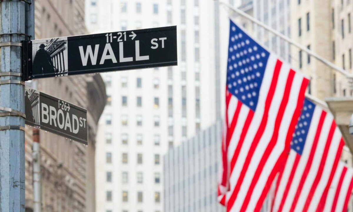 Tech Companies Push S&P 500 to Record Closing High, Dow Jones Turns Positive For the Year