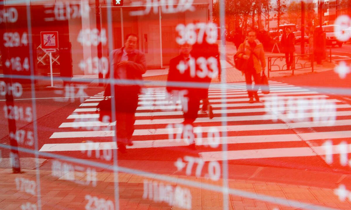 Asian Markets Mixed as Japanese Automakers Forecast Loss