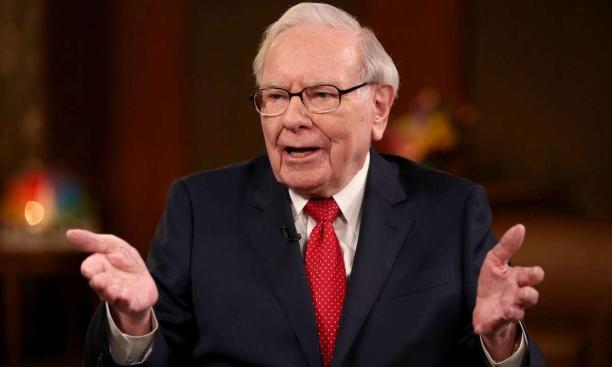 Warren Buffet's massive cash Pile now at a record $137 billion.