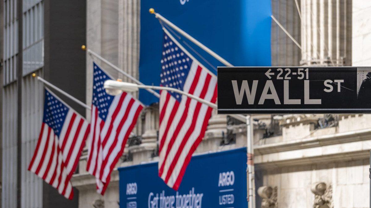 Wall Street Ends Week Lower as Stimulus Talks Worry Investors
