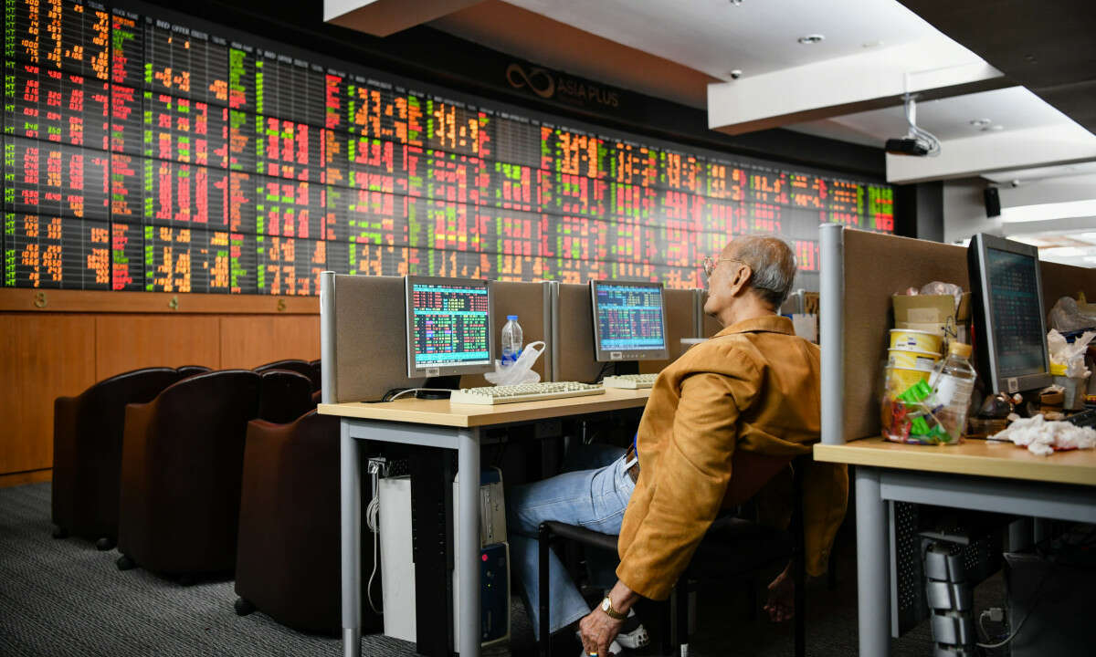 Asian Markets Edge Lower, Investors React to Chinese Economic Data
