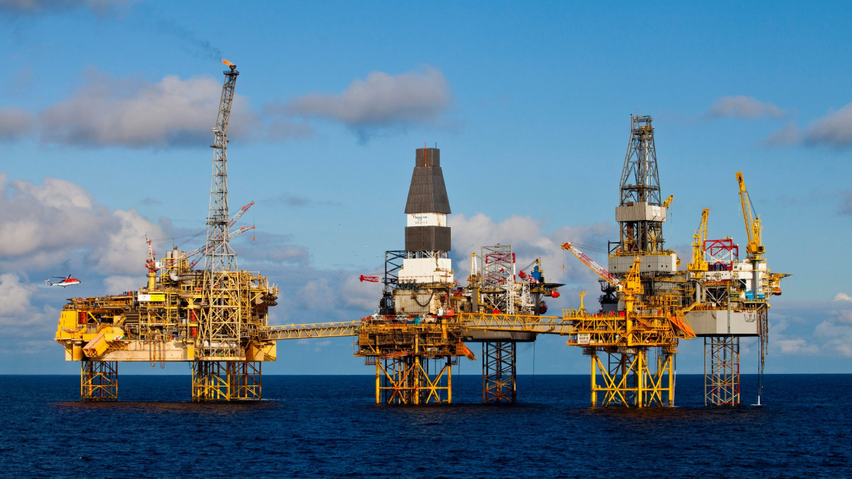 Oil Prices Rise by 1% Amidst Report of Large Draw in U.S Stocks